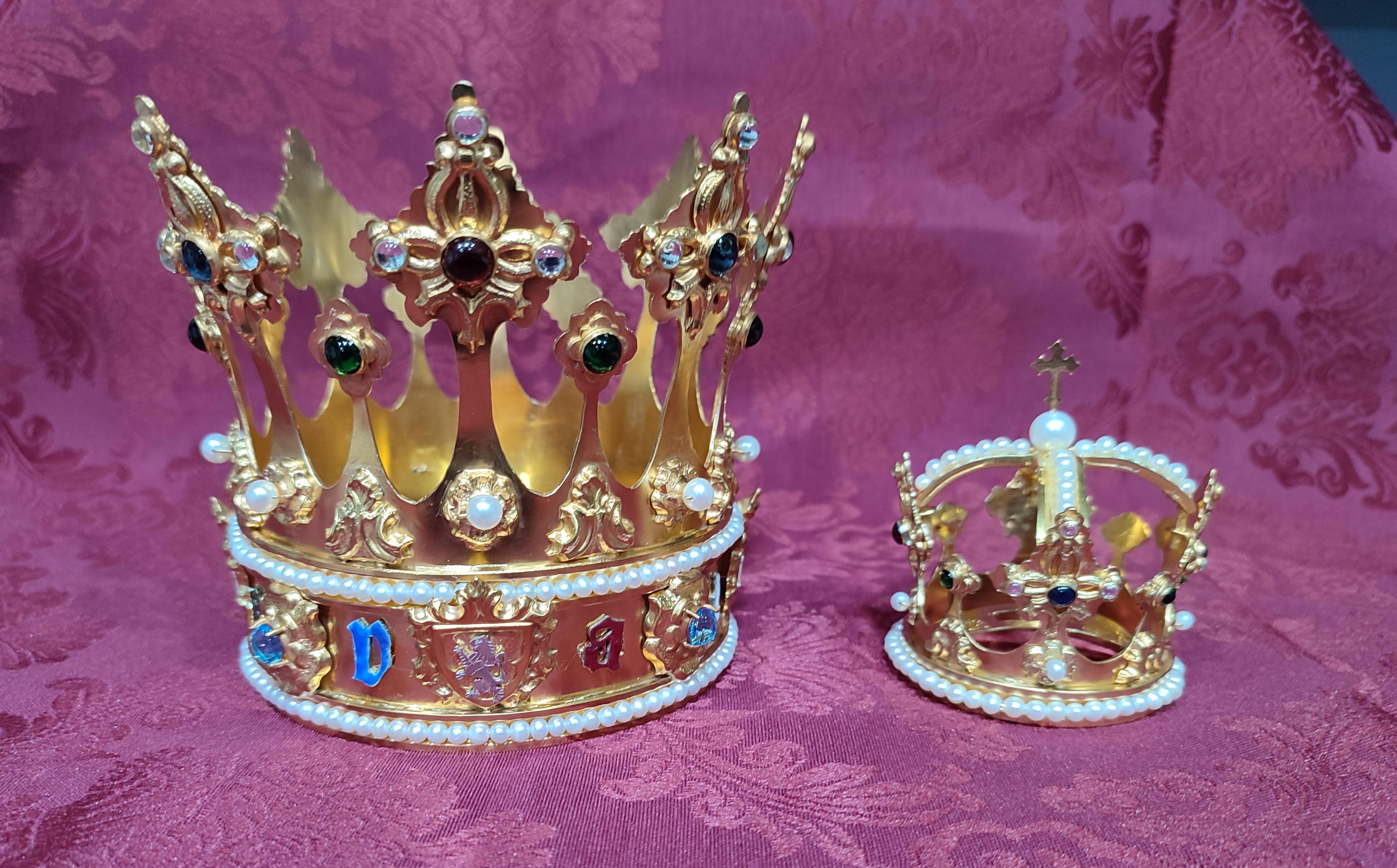 Nuevas coronas para la Virgen de Valme, realizadas y donadas por el orfebre nazareno Juan Lozano Navarro
